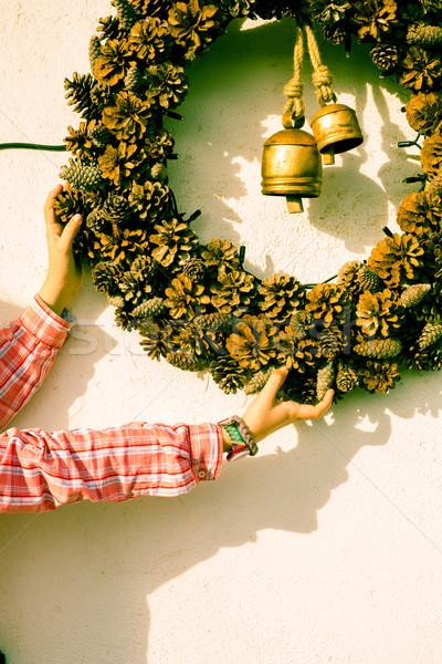 Lány karácsony díszek koszorú fenyőfa díszítések Stock fotó © fotoedu