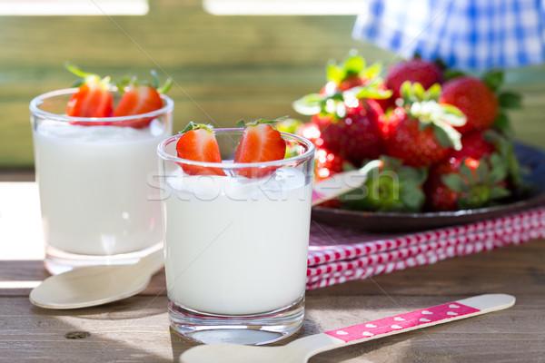 йогурт клубники продовольствие древесины фрукты Сток-фото © fotoedu