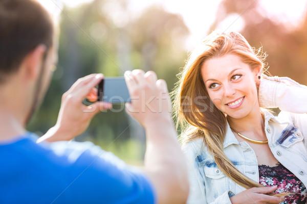 Pár hordoz fotó szerelmespár park előad Stock fotó © fotoedu