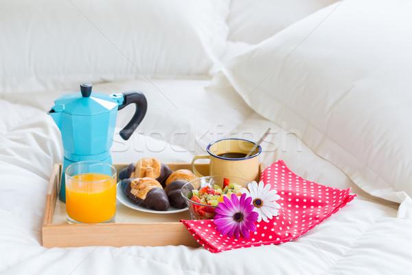 завтрак кровать полный Континентальный завтрак фрукты Сток-фото © fotoedu