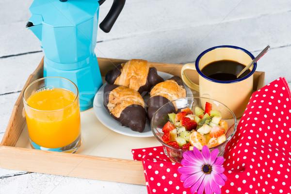Vol ontbijt dienblad koffie zoete vruchten Stockfoto © fotoedu