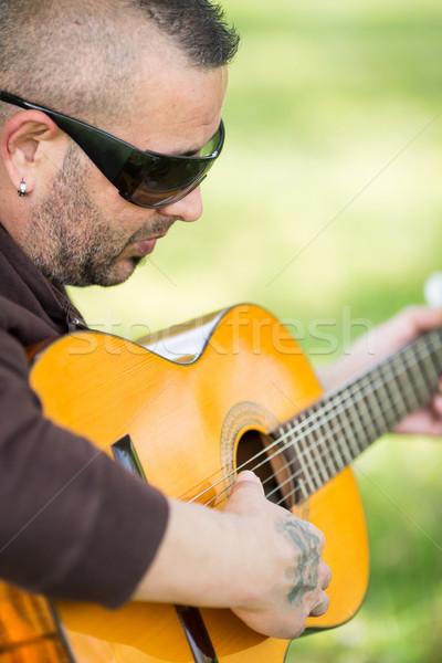 Gitarist sokak oynama gitar gömlek antika Stok fotoğraf © fotoedu