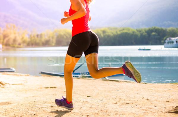 Lány fut gyakorol atlétika vmi mellett tó Stock fotó © fotoedu