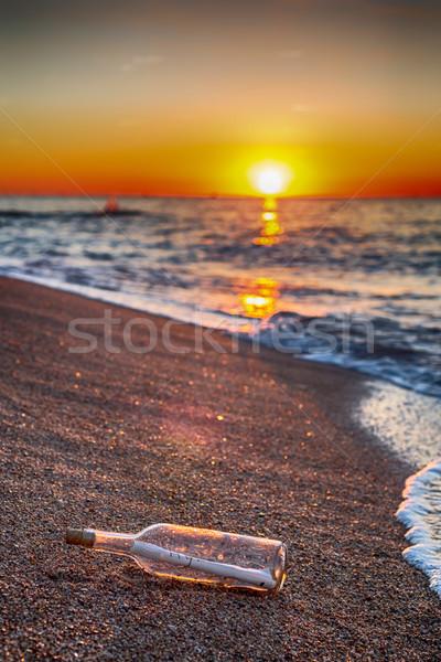 Garrafa mensagem dentro costa praia céu Foto stock © fotoedu