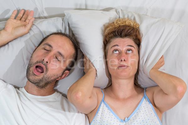 夫 いびき 睡眠 葉 妻 ベッド ストックフォト © fotoedu