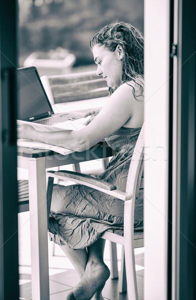 изучения улице девушки ноутбука отмечает бизнеса Сток-фото © fotoedu