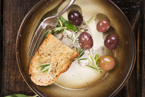 Pain olives casse-croûte maison olives noires alimentaire Photo stock © Fotografiche