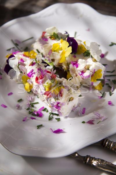 Queso de cabra comestible flores presentación primavera Foto stock © Fotografiche