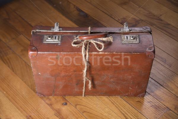 öreg karton bőrönd barna fapadló utazás Stock fotó © Fotografiche