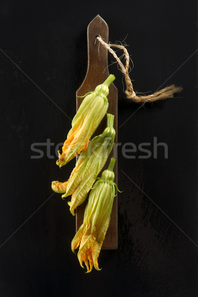 Sarı kabak çiçek tanıtım siyah gıda Stok fotoğraf © Fotografiche