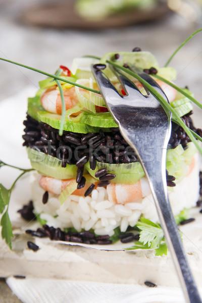 Torre preto e branco arroz camarão abobrinha apresentação Foto stock © Fotografiche