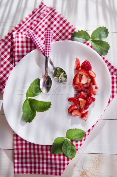 Fresas crema batida presentación crema cerámica plato Foto stock © Fotografiche