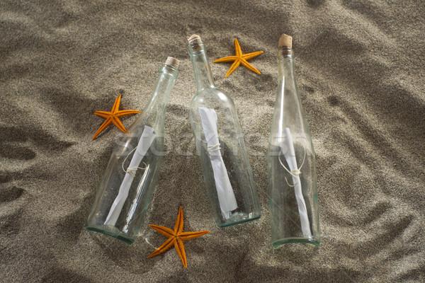 Un message bouteille plage ensemble centre messages Photo stock © Fotografiche