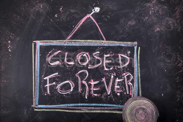 Lokaal gesloten voor altijd teken wat winkel Stockfoto © Fotografiche
