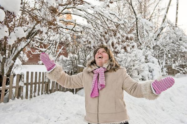 Vrouw winter gelukkig boom Stockfoto © fotorobs
