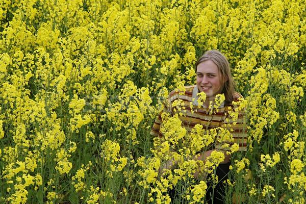 Gülen adam çayır mutlu genç sarı çiçek Stok fotoğraf © fotorobs