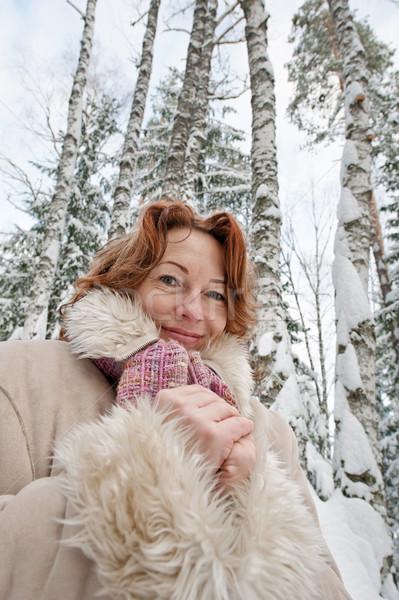 Portret bevroren vrouw handen glimlach hout Stockfoto © fotorobs