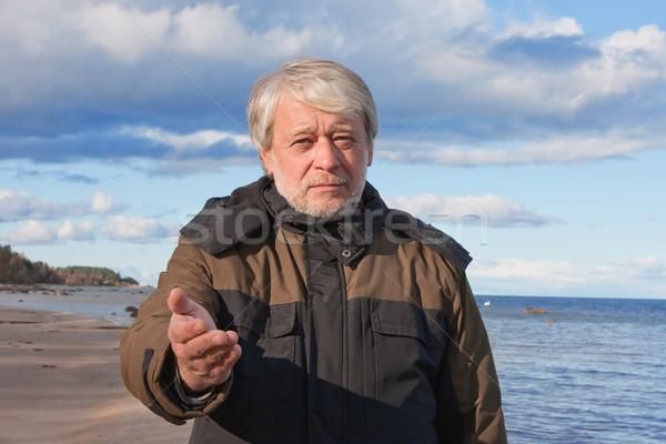 Aanvragen hulp volwassen arme man grijs haar Stockfoto © fotorobs