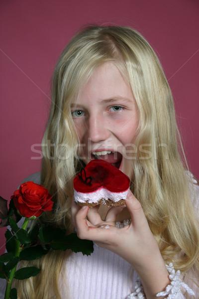 Kız yeme kek çekici gül çiçek Stok fotoğraf © fotorobs
