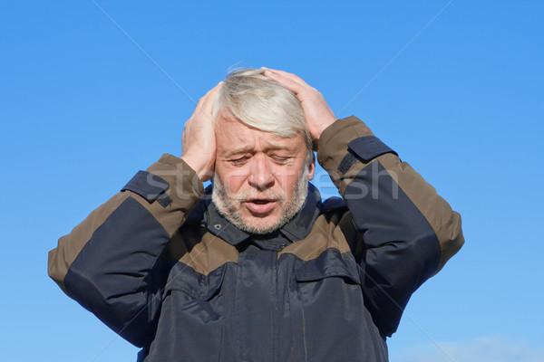 Portret man blauwe hemel volwassen wanhopig Stockfoto © fotorobs