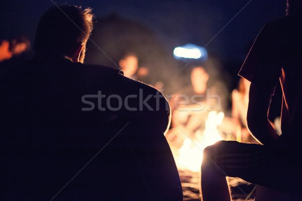 Insanlar şenlik ateşi oturmak gece parlak aile Stok fotoğraf © FotoVika