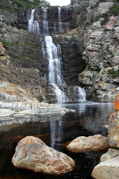 Wodospad piękna w dół skał basen poniżej Zdjęcia stock © fouroaks