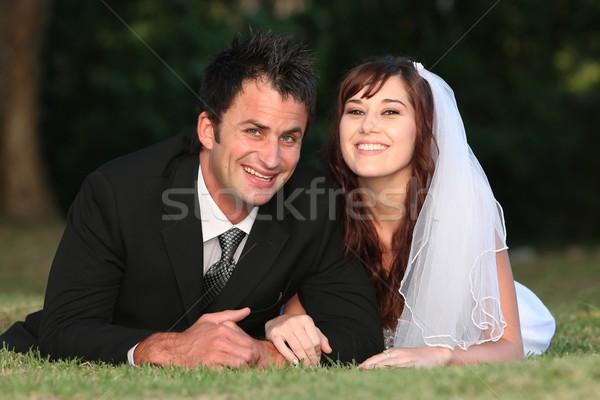 Stock fotó: Esküvő · pár · fű · gyönyörű · mosolyog · fekszik