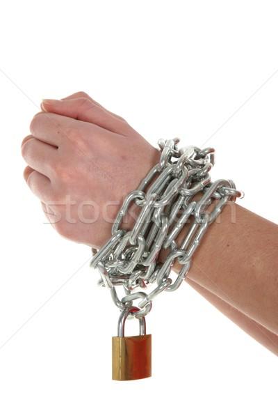 Handen keten slot rond messing hangslot Stockfoto © fouroaks