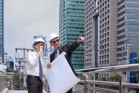 Asian zakenman naar punt vinger weg Stockfoto © FrameAngel