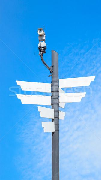 Cctv aparatu bezpieczeństwa bezprzewodowej Błękitne niebo drogowego technologii Zdjęcia stock © FrameAngel