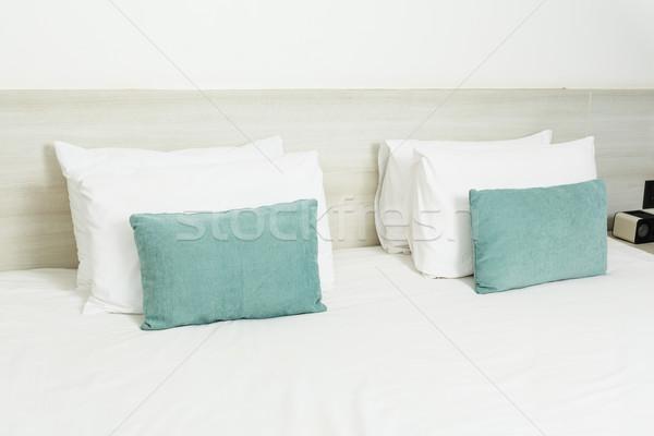Branco verde cama luz projeto Foto stock © FrameAngel