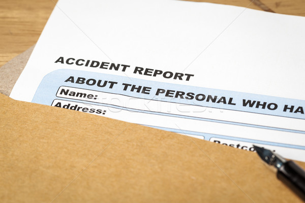 Accident rapport demande forme stylo brun Photo stock © FrameAngel
