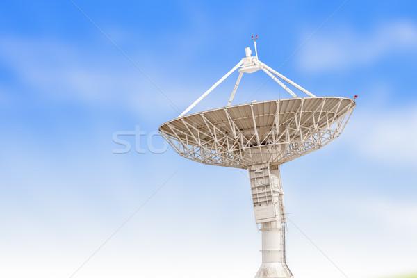 Foto stock: Antena · radar · grande · tamanho · isolado