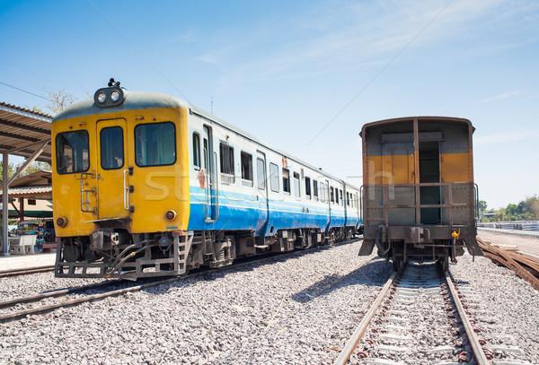 Estação de trem ferrovia seguir trem trio público Foto stock © FrameAngel