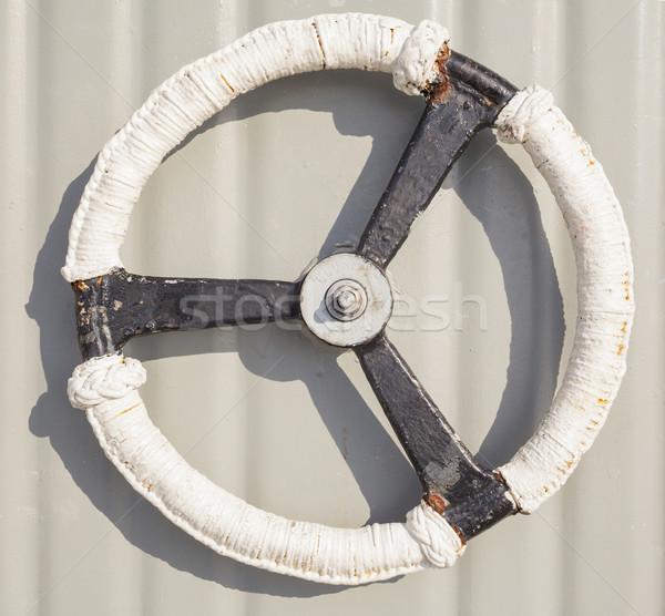 Behandelen witte schip deur muur kruis Stockfoto © FrameAngel