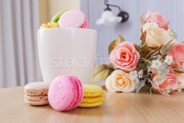 Tradycyjny francuski kolorowy słodkie macaron kubek Zdjęcia stock © FrameAngel