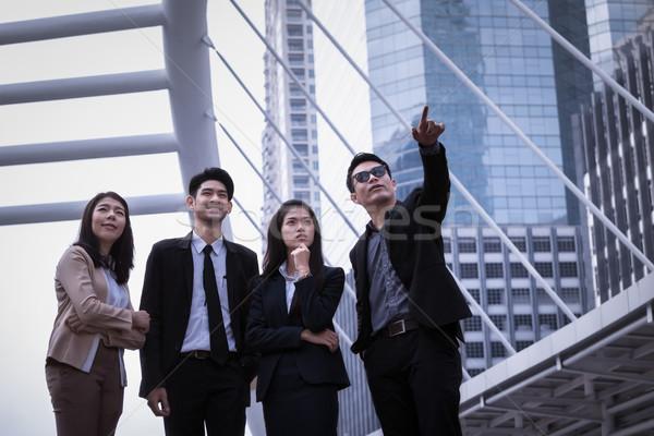 Asia hombre de negocios mujer grupo pie suelo Foto stock © FrameAngel