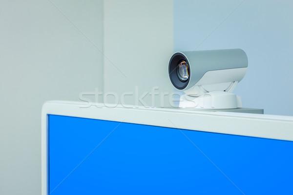 Teleconferentie video conferentie camera Blauw scherm Stockfoto © FrameAngel