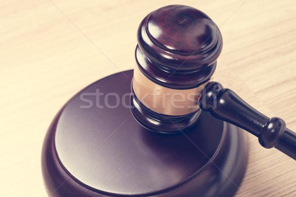 Justiça martelo juiz gabela mesa de madeira vintage Foto stock © FrameAngel