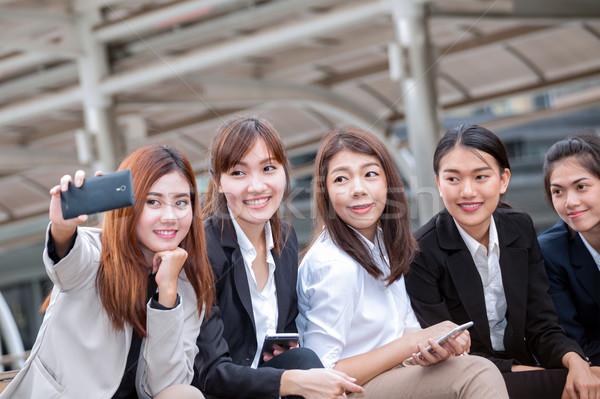 女性実業家 座って 電話 写真 同僚 ストックフォト © FrameAngel