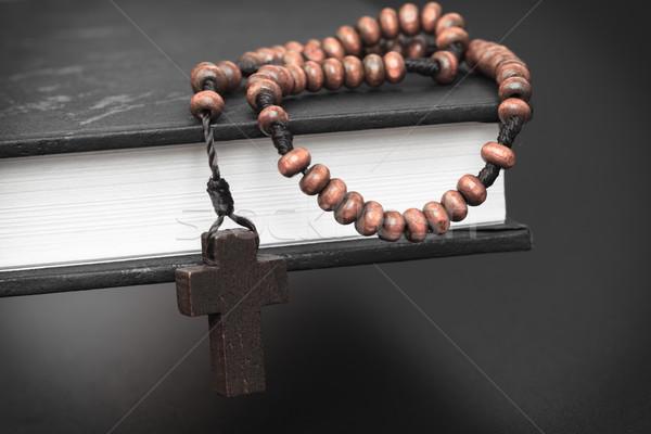 Christian cruz collar Biblia libro Foto stock © FrameAngel
