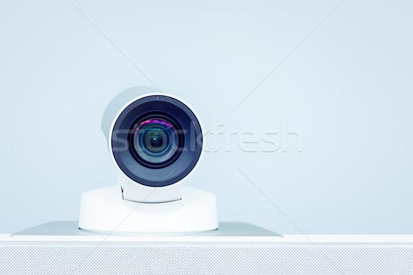 Teleconferentie video conferentie camera technologie zakenman Stockfoto © FrameAngel
