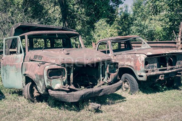 Verlaten oude auto kan grunge scène vintage Stockfoto © FrameAngel