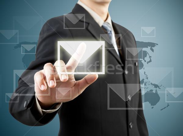 Affaires main poussant mail signe homme Photo stock © FrameAngel