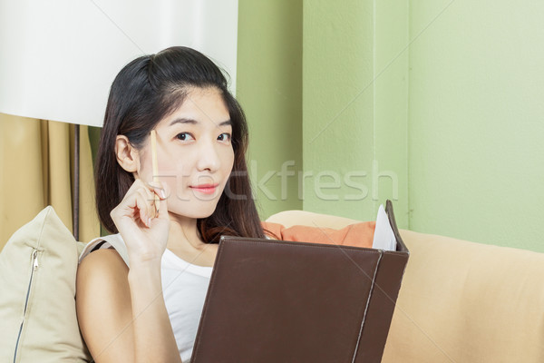 Asian jonge zakenvrouw werken kantoor gezicht Stockfoto © FrameAngel