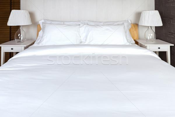 Zdjęcia stock: Dwa · poduszkę · sypialni · biały · bed · arkusza