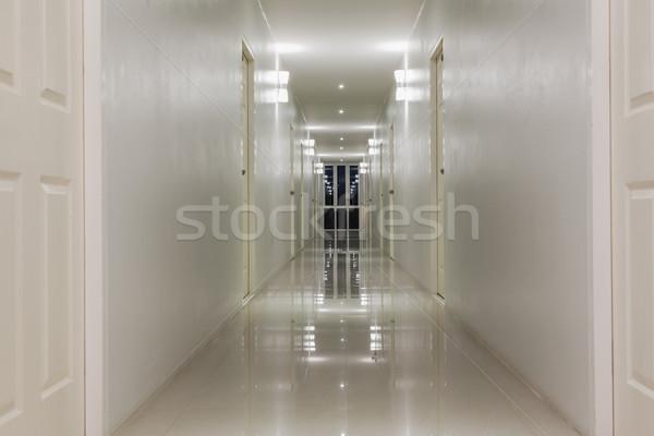 Vacío corredor pasillo habitación puertas edificio Foto stock © FrameAngel