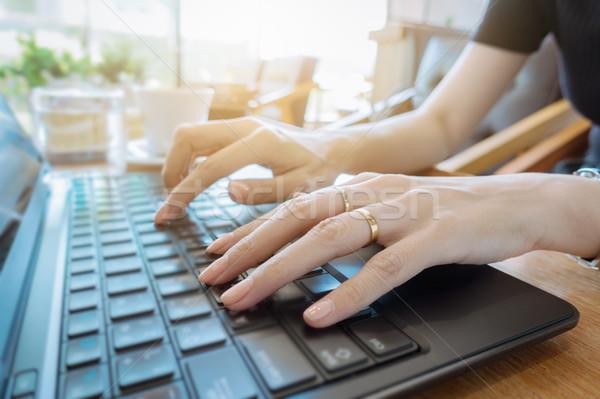 手 キーボード ビジネス女性 作業 ノートパソコン ストックフォト © FrameAngel