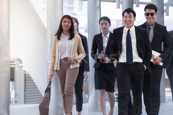 Groep zakenlieden lopen glimlachend collega business Stockfoto © FrameAngel