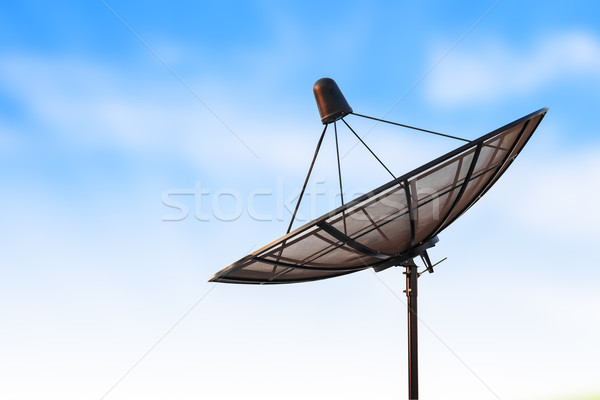 Antena satelitarna anteny radar Błękitne niebo komputera sieci Zdjęcia stock © FrameAngel
